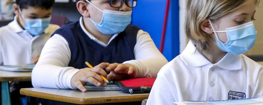 Токсичные маски в школах.