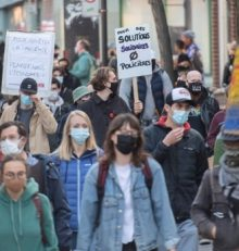Монреаль снова протестует.